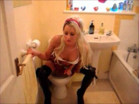 school girl takes a dirty piss….