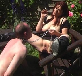 Sklaven-Leck-Torture unter glühender Sonne