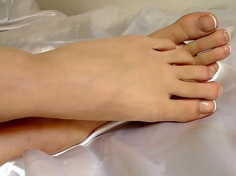 Leck mir die Füße du mickriger Lecksklave