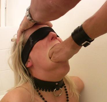 Sklavinnen Maul Fisting - Maulfotzensprengung der Sklavin Anna